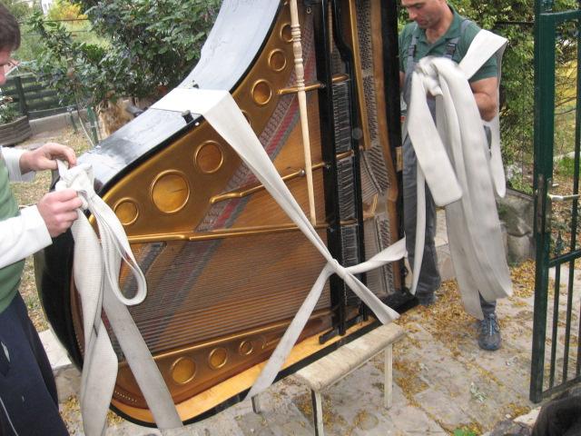 zongora szállítás