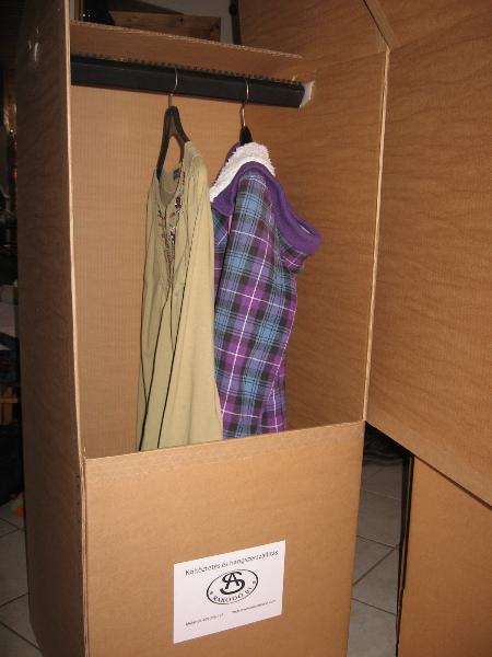 kötöztető akasztós ruhás doboz