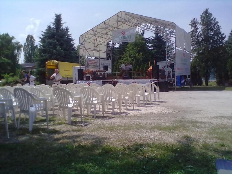 koncert színpadra állás